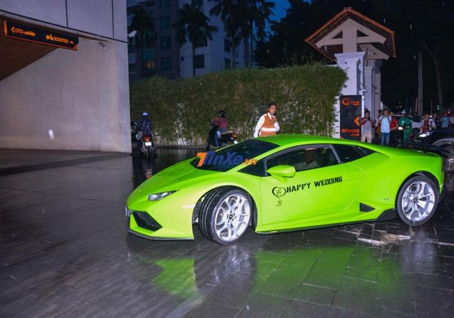Lamborghini Huracan LP610-4 xanh cốm được một người yêu xe Nam Định chuyển vào Nam để tham dự đám cưới của Cường Đô-la.