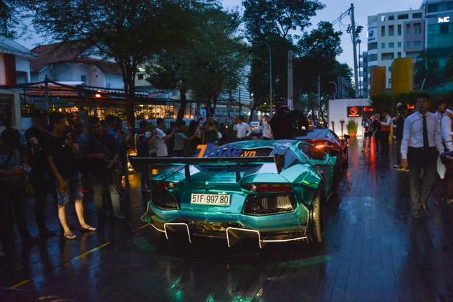 chiếc siêu xe Lamborghini Aventador Limited Edition 50 còn được chủ nhân thay ống xả độ phiên bản giới hạn của FI