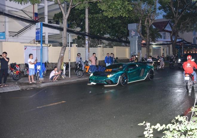 Lamborghini Aventador Limited Edition 50 trên đường đến dự đám cưới của Cường Đô-la