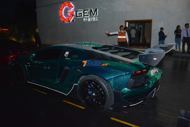 Siêu xe Lamborghini Aventador Limited Edition 50 đỗ vị trí thứ 2 sau McLaren 720S màu đỏ Memphis của trưởng đoàn Car Passion