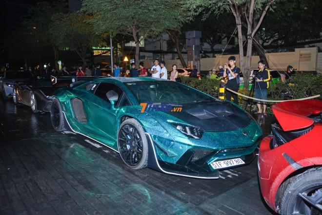 Khoảng 17 giờ 35 phút, ngoại hình chiếc siêu xe Lamborghini Aventador LP700-4 độ Liberty Walk mới được hoàn thành