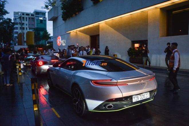 Aston Martin DB11 V8 màu bạc của doanh nhân Vũng Tàu cũng xuất hiện trong đám cưới Cường Đô-la