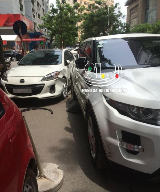 Chiếc Range Rover và Mazda3 va chạm với nhau trên đường Văn Khê