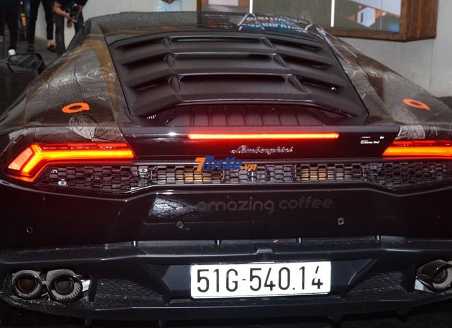 Chiếc Lamborghini Huracan LP610-4 này được bạn của Đàm Thu Trang mua chính hãng vào cuối năm 2017