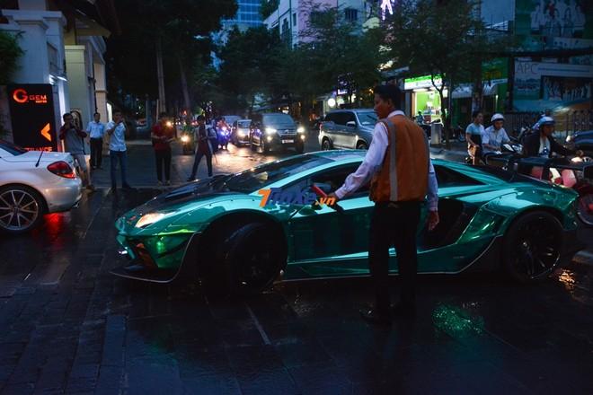 Lamborghini Aventador Limited Edition 50 với bộ áo màu xanh lam crôm