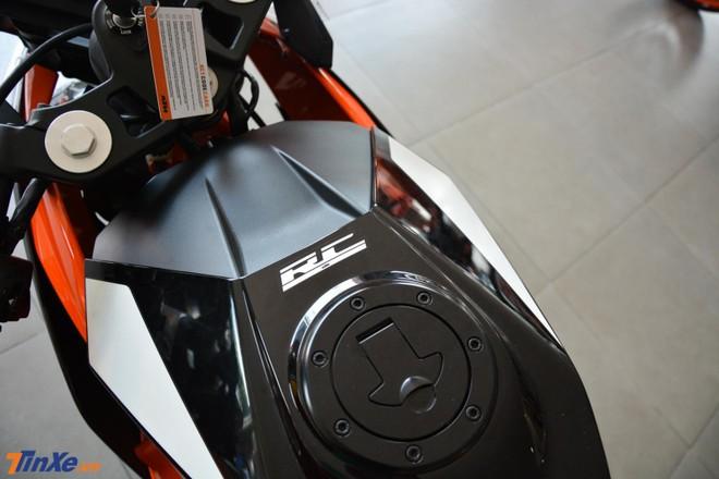 Chiếc sport bike KTM RC 390 sử dụng hộp số 6 cấp côn tay