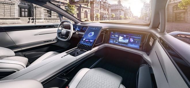 Khoang lái của xe có độ sang trang và ngập tràn những màn hình công nghệ lớn