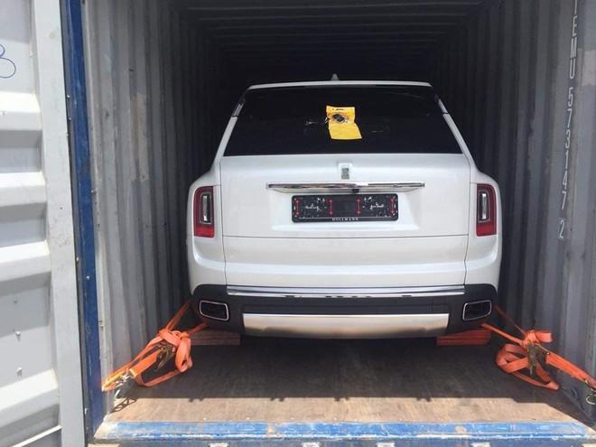 SUV siêu sang Rolls-Royce Cullinan thứ 6 mới về nước, nhà giàu Việt lại chuẩn bị khui công chiếc thứ 7 và 8