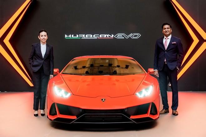 Siêu xe Lamborghini Huracan EVO 2020 đã cập bến Campuchia, ngày về Việt Nam còn xa xăm