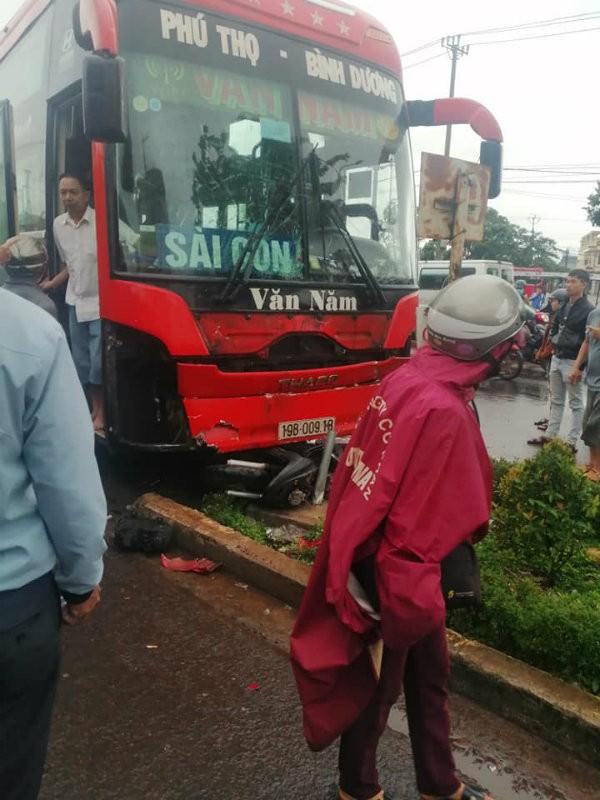 Hiện trường vụ tai nạn do xe khách mất lái đâm vào chợ tại Gia Lai (Ảnh: Facebook)