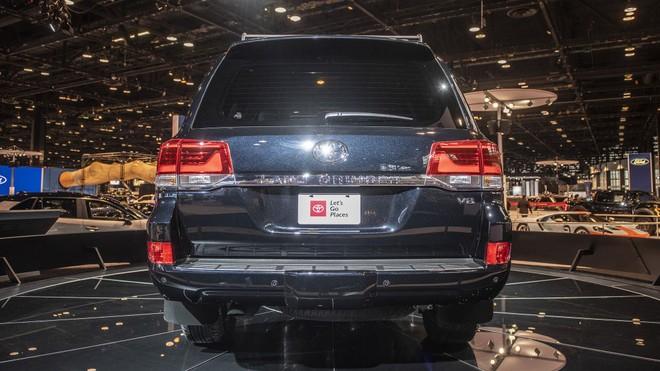 Động cơ của Toyota Land Cruiser Heritage Edition 2020 giống hệt bản thường