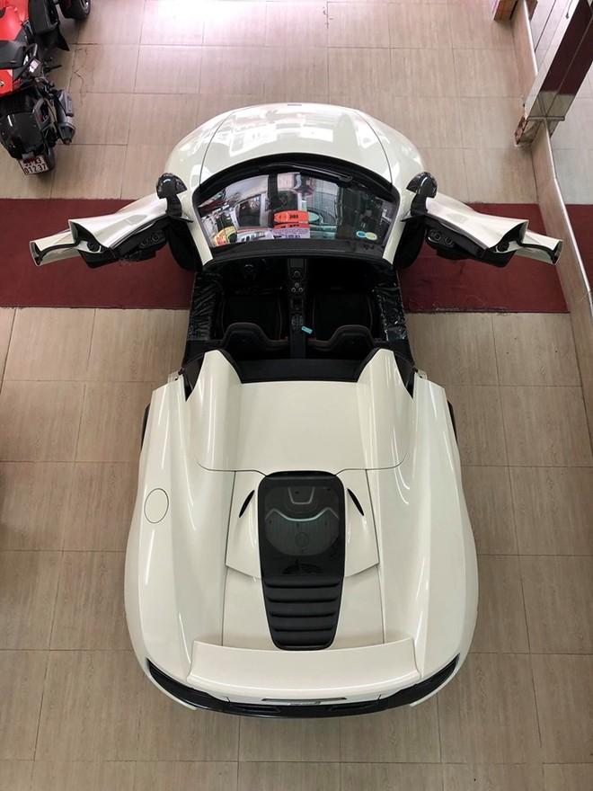 Vẻ đẹp của siêu xe mui trần McLaren 650S Spider nhìn từ trên cao