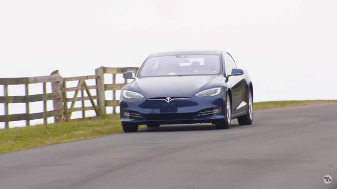 Theo HLDI, các mẫu xe điện như Tesla khó bị ăn trộm hơn do với các mẫu xe chạy xăng truyền thống