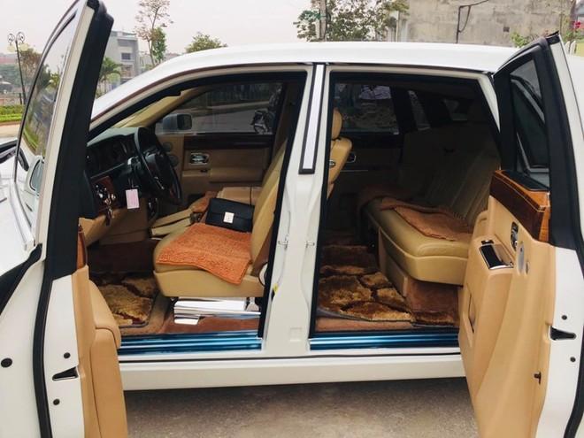 Rolls-Royce Phantom sở hữu cửa tự sát