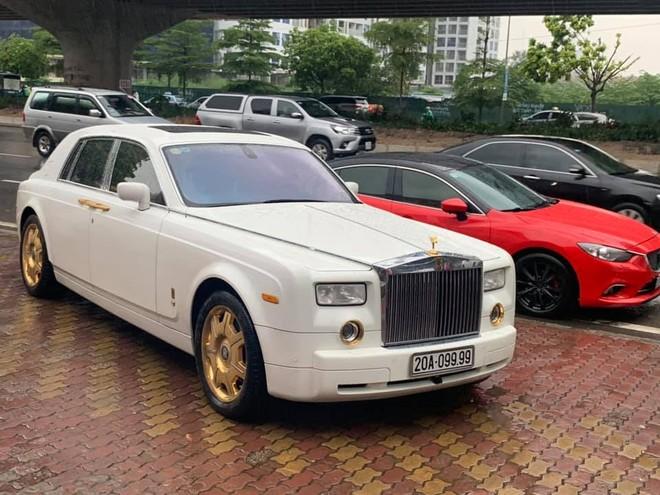 Chiếc Rolls-Royce Phantom này còn mang biển số tứ quý 9 của Thái Nguyên
