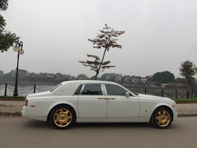 Vẻ đẹp của chiếc Rolls-Royce Phantom mạ vàng đang được rao bán 12 tỷ đồng