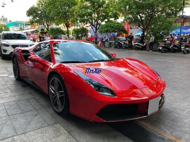Siêu xe Ferrari 488 Spider màu đỏ mới vào Nam được 2 tuần