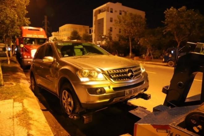 Chiếc SUV hạng sang Mercedes-Benz được đưa về trụ sở công an