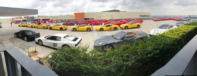 Kỷ niệm 54 năm Quốc khánh Singapore, dàn siêu xe Ferrari từ cổ chí kim tụ tập cùng nhau