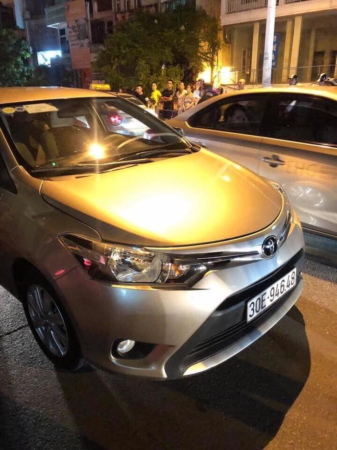 Hai chiếc ô tô không bị hư hỏng đáng kể sau vụ tai nạn