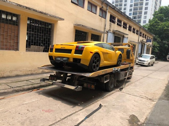 Siêu xe Lamborghini Gallardo màu vàng cũng sắp vào Sài thành