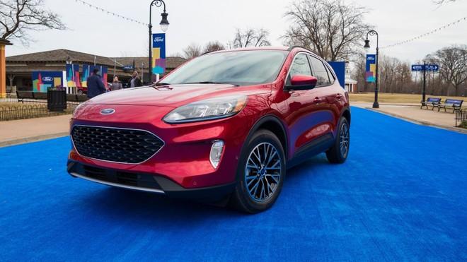 Ford Escape 2020 hiện đang được đại lý mở cọc