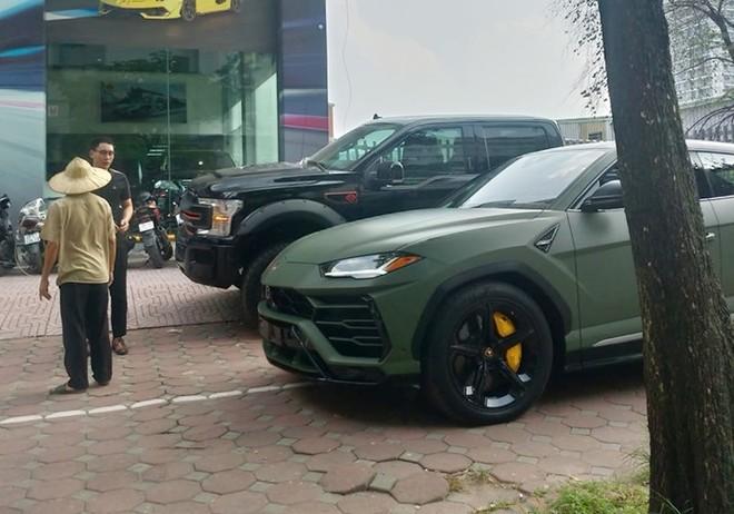 Lamborghini Urus thứ 3 tại Việt Nam đã đổi sang màu xanh quân đội
