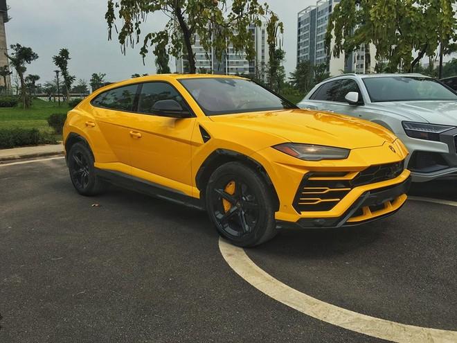 Còn đây là màu sơn nguyên bản của chiếc Lamborghini Urus thứ 3 tại Việt Nam
