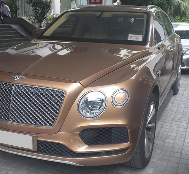 SUV siêu sang Bentley Bentayga hơn 23 tỷ đồng bị kẻ gian vặt gương