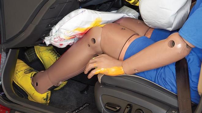Túi khí đầu gối không có nhiều tác dụng bảo vệ như mọi người nghĩ, dựa theo IIHS